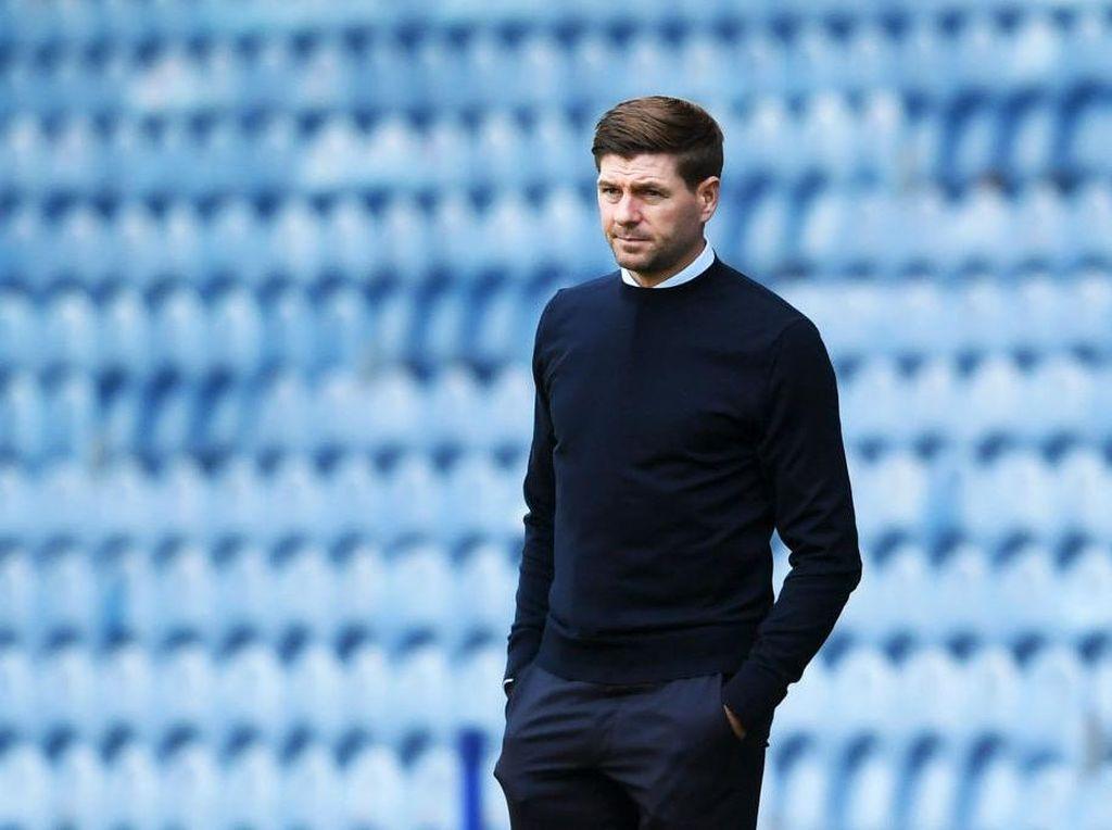 Dear Kopites, Jangan Harap Gerrard Segera Latih Liverpool