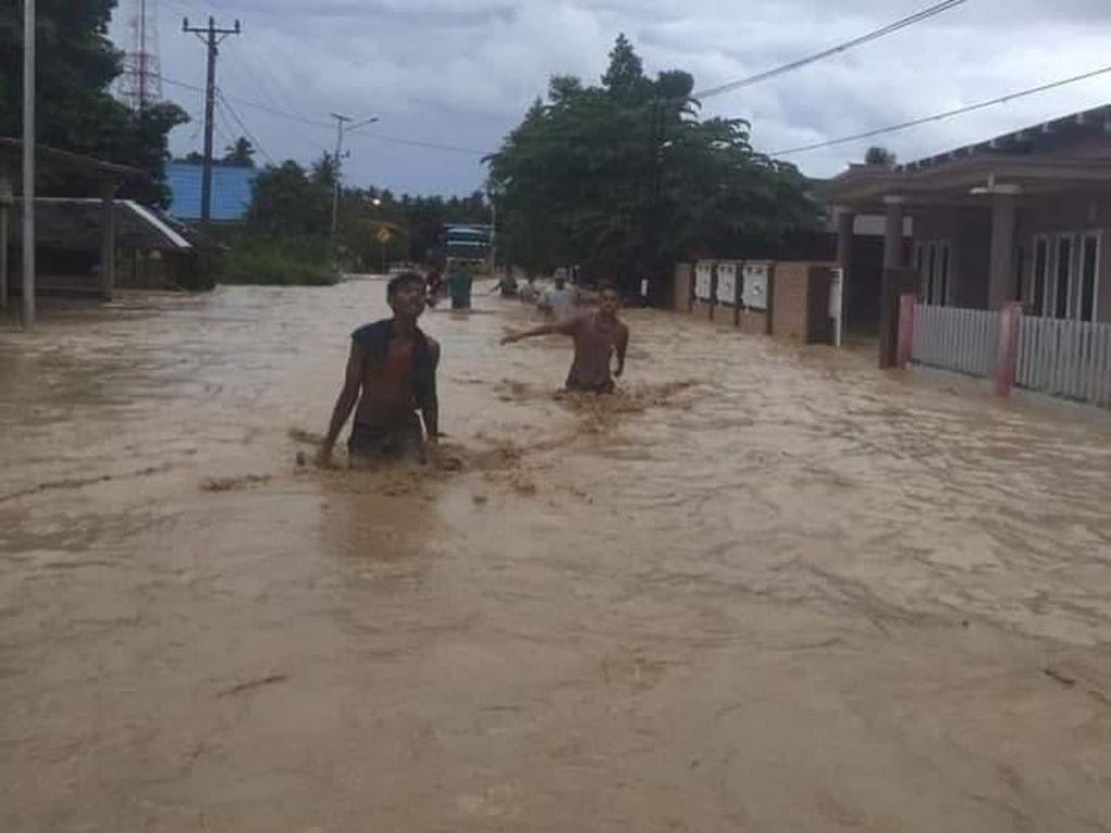 Sungai di Donggala Meluap, 955 Rumah Terendam dan 1 Jembatan Putus