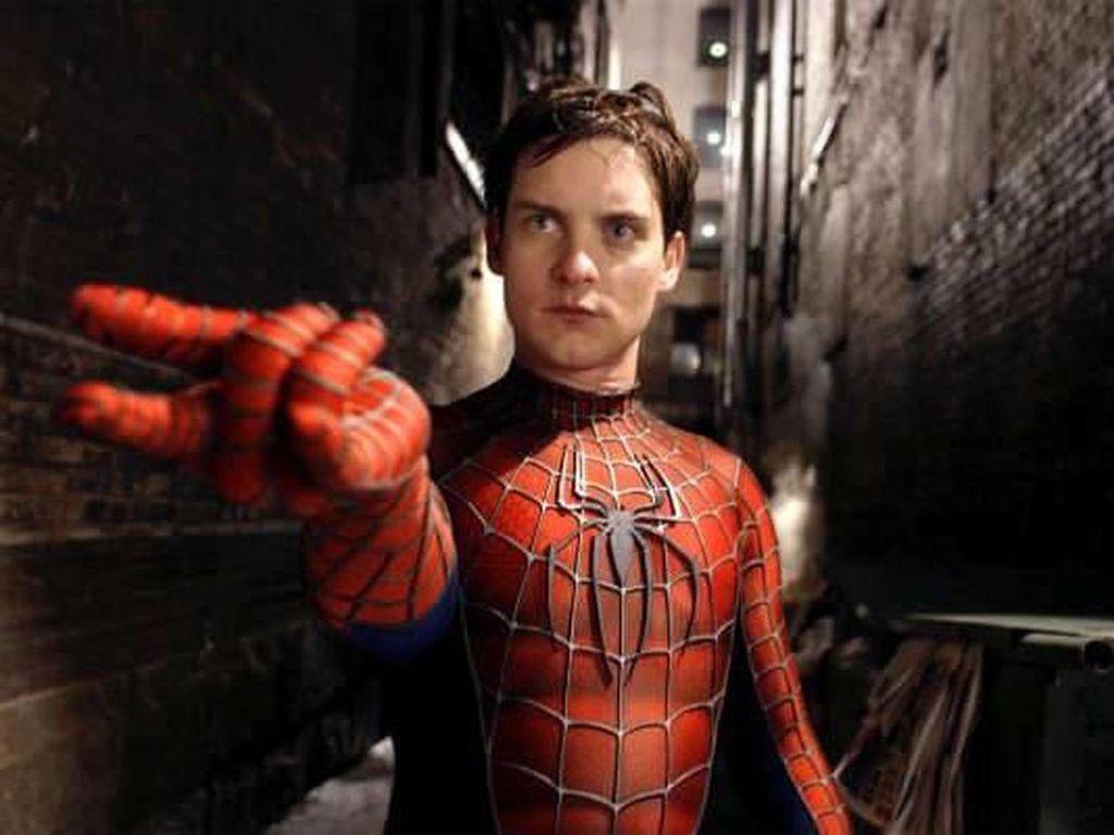 Tobey Maguire Kepergok di Lokasi Syuting Spider-Man