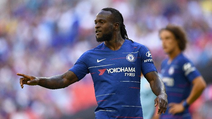 LONDON, ENGLAND - AUGUST 05:  Victor Moses of Chelsea looks on during the FA Community Shield match between Manchester City and Chelsea at Wembley Stadium on August 5, 2018 in London, England.  (Photo by Clive Mason/Getty Images)
