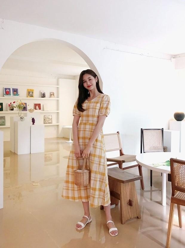 Referensi gaya fashion casual dengan dress