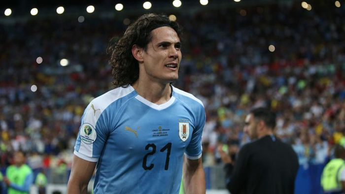 RIO DE JANEIRO, BRAZIL - JUNE 24: Edinson Cavani of Uruguay celebrates after scoring the first goal of his team during the Copa America Brazil 2019 group C match between Chile and Uruguay at Maracana Stadium on June 24, 2019 in Rio de Janeiro, Brazil. (Photo by Alexandre Schneider/Getty Images)