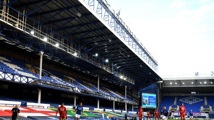 LIVERPOOL, ENGLAND - JUNE 21: General view inside the stadium as empty stands are seen during the Premier League match between Everton FC and Liverpool FC at Goodison Park on June 21, 2020 in Liverpool, England. Football Stadiums around Europe remain empty due to the Coronavirus Pandemic as Government social distancing laws prohibit fans inside venues resulting in all fixtures being played behind closed doors. (Photo by Shaun Botterill/Getty Images,)