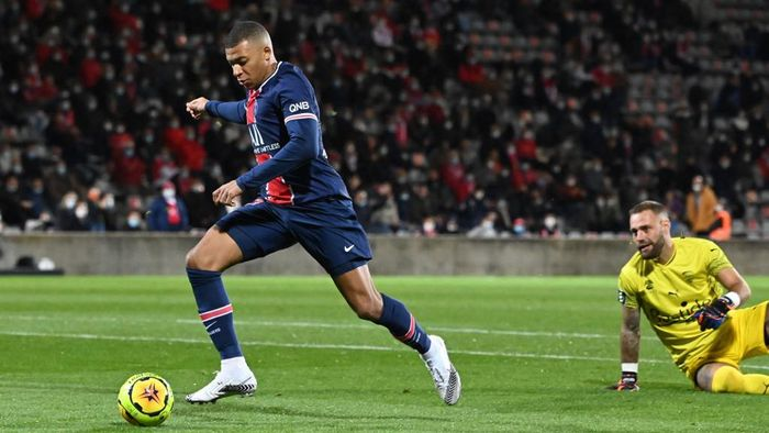 Paris Saint-Germains French forward Kylian Mbappe (L) scores a goal past Nimes French goalkeeper Baptiste Reynet during the French L1 football match between Nimes (NO) and Paris Saint Germain (PSG) at the Costieres Stadium in Nimes, southern France, on October 16, 2020. (Photo by Pascal GUYOT / AFP)