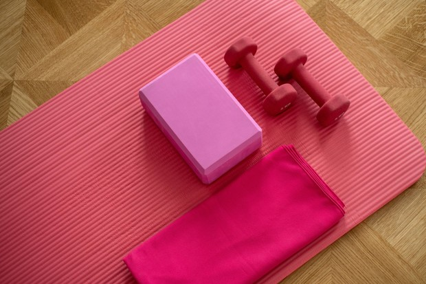 Berolahraga secara teratur dapat meningkatkan kualitas tidur yang kamu punya.