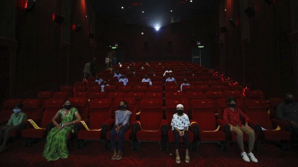 India Kembali Buka Bioskop di Tengah 7,3 Juta Kasus Corona