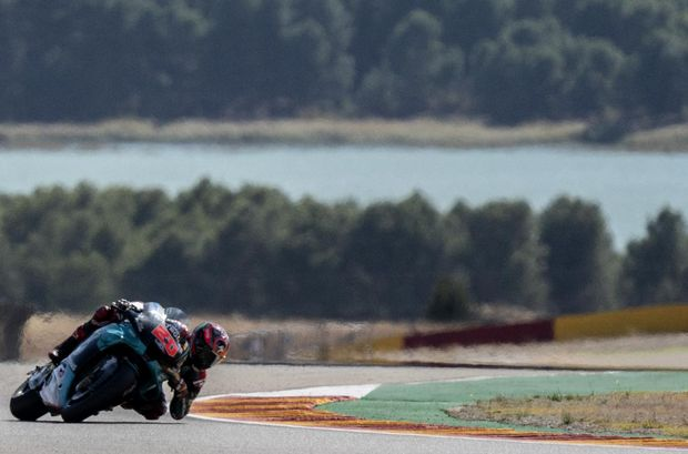 Petronas Yamaha SRT French driver Fabio Quartararo rides during the second MotoGP free practice session of the Moto Grand Prix of Aragon at the Motorland circuit in Alcaniz on October 16, 2020. (Photo by JOSE JORDAN / AFP)