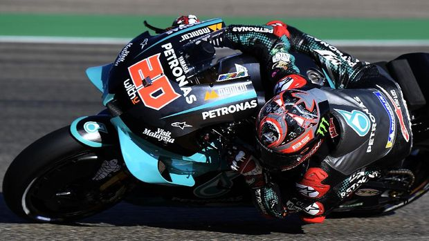 Petronas Yamaha SRT's French rider Fabio Quartararo rides during the first MotoGP free practice session of the Moto Grand Prix of Aragon at the Motorland circuit in Alcaniz on October 16, 2020. (Photo by JOSE JORDAN / AFP)