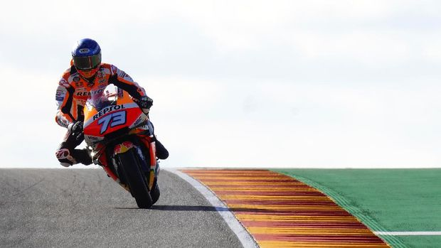 Repsol Honda Team's Spanish rider Alex Marquez rides during the first MotoGP free practice session of the Moto Grand Prix of Aragon at the Motorland circuit in Alcaniz on October 16, 2020. (Photo by JOSE JORDAN / AFP)