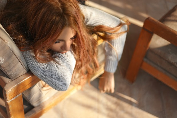 Hindari tidur siang walaupun kamu merasa lelah agar saat di malam hari, tidak terganggu waktu tidurnya.