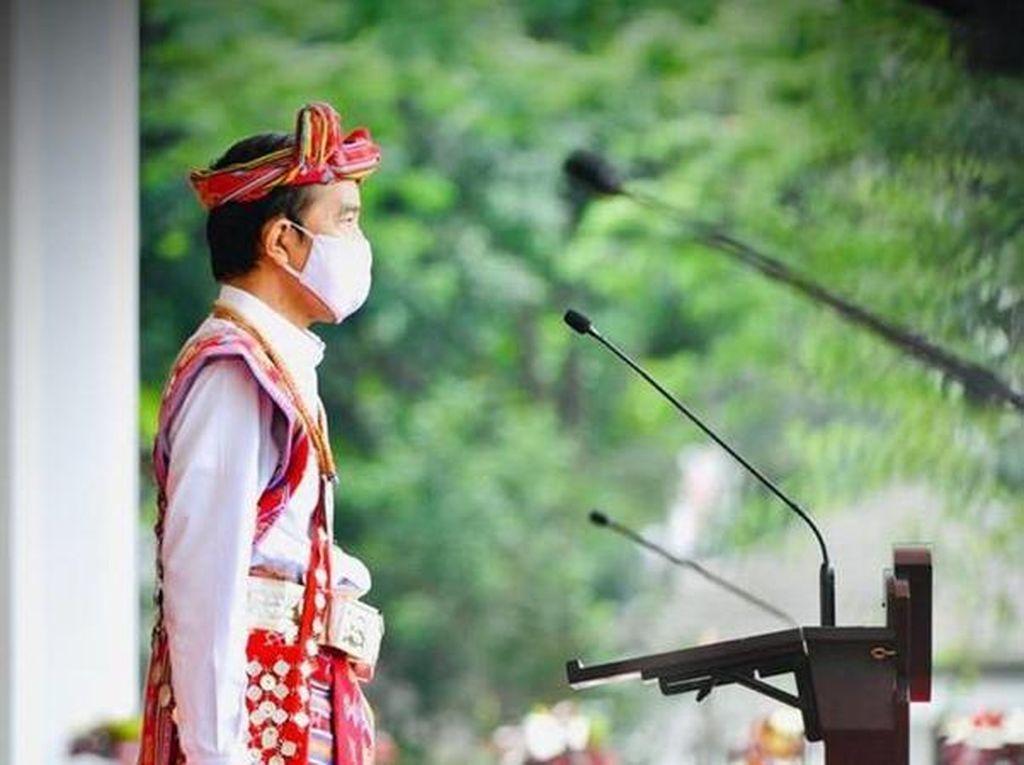 Ragam Kostum Daerah yang Dipakai Jokowi di Hari Spesial, Apa Saja?