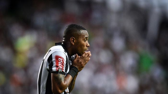 BELO HORIZONTE, BRAZIL - OCTOBER 29: Robinho #7 of Atletico MG a match between Atletico MG and Botafogo as part of Brasileirao Series A 2017 at Independencia stadium on October 29, 2017 in Belo Horizonte, Brazil. (Photo by Pedro Vilela/Getty Images)