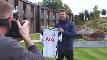 Video Tottenham Resmi Perkenalkan Joe Rodon