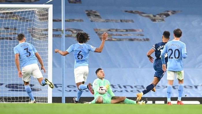 MANCHESTER, ENGLAND - OCTOBER 17: Pierre-Emerick Aubameyang of Arsenal has his shot saved by Ederson of Manchester City during the Premier League match between Manchester City and Arsenal at Etihad Stadium on October 17, 2020 in Manchester, England. Sporting stadiums around the UK remain under strict restrictions due to the Coronavirus Pandemic as Government social distancing laws prohibit fans inside venues resulting in games being played behind closed doors. (Photo by Michael Regan/Getty Images)