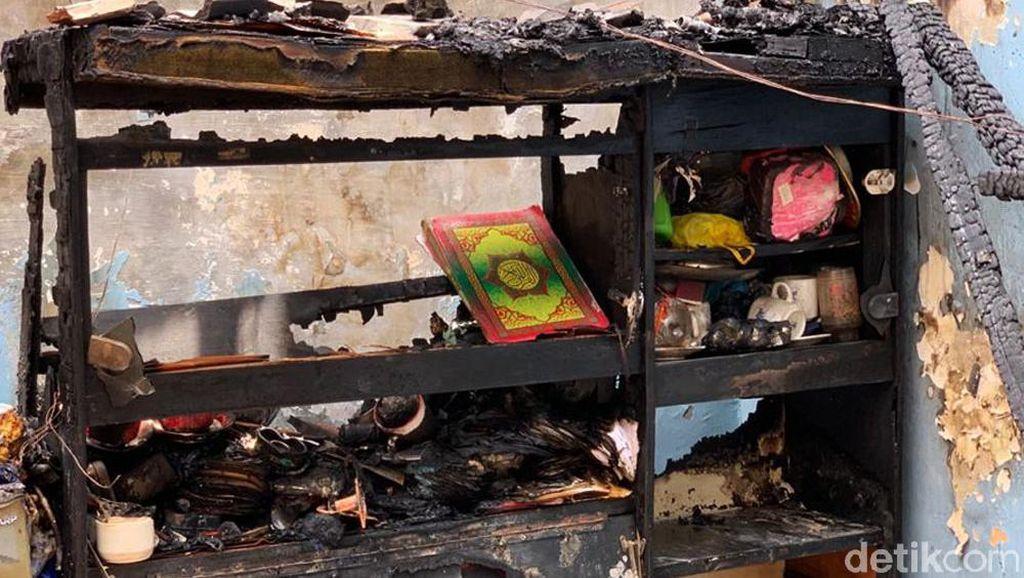 Al-Quran dan Buku Yasin Ini Utuh dalam Rumah yang Ludes Terbakar