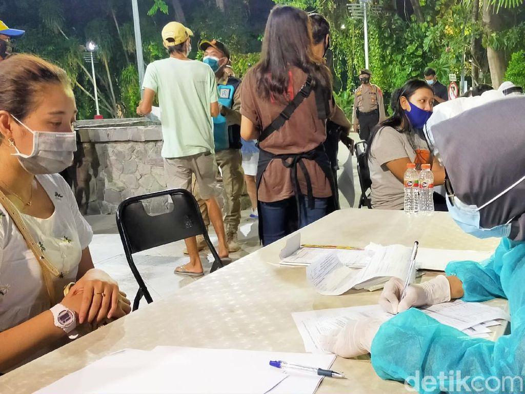 Ada yang Sembunyi di Makam Saat Swab Hunter Surabaya Beraksi