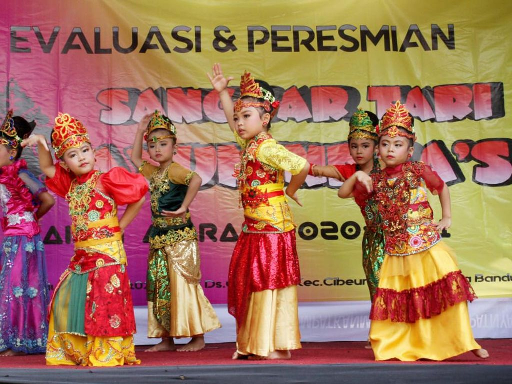 Bosan Sekolah Daring? Yuk Ikutan Belajar Tari Jaipong di Bandung