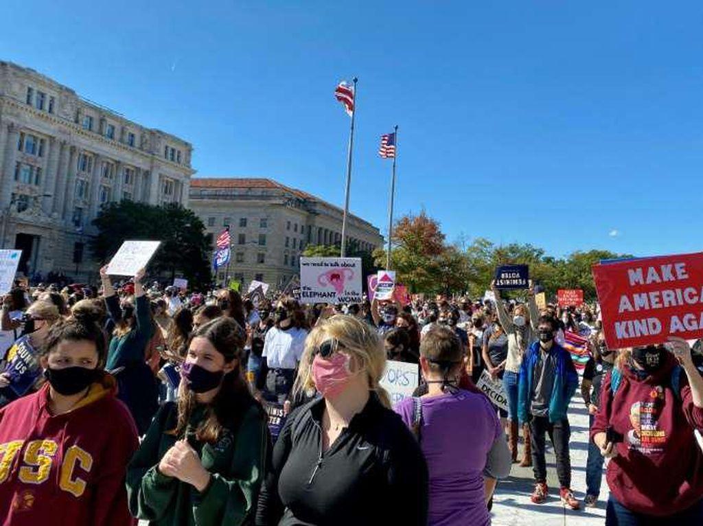 Ribuan Perempuan Anti Trump di AS Turun ke Jalan