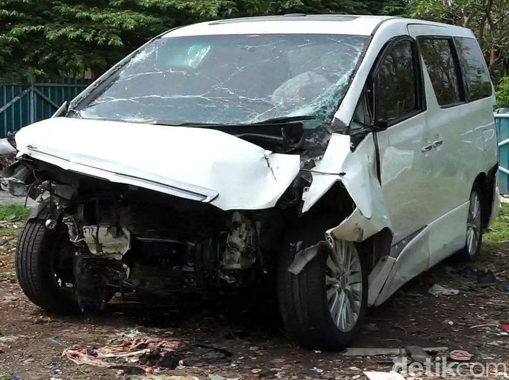 Detik-detik Mobil Alphard Hanafi Rais Kecelakaan Beruntun di Cipali