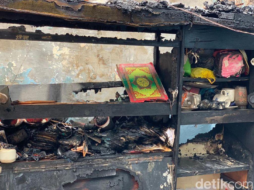 Ketika Warga Surabaya Temukan Al-Quran Utuh di Rumah yang Ludes Terbakar