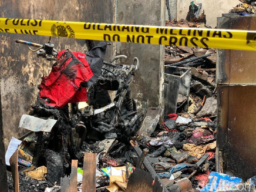 Kebakaran Rumah di Surabaya, Motor Baru Ini Tinggal Kerangka