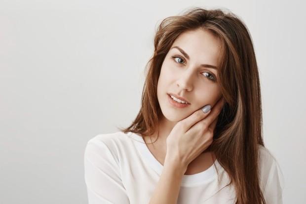 Bedak dingin dapat membantu mencerahkan wajah.