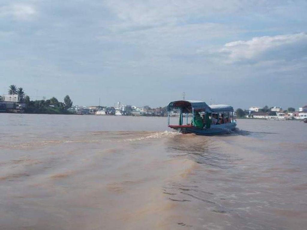 Potret Sungai Bassac Chao Doc di Pagi Hari