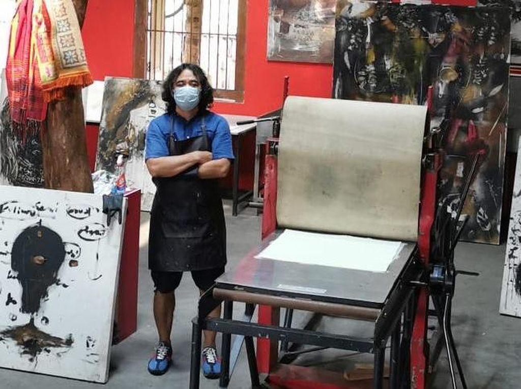 Tisna Sanjaya Ungkap Alasan Pilih Gedung Eks Bioskop Dian Sebagai Lokasi