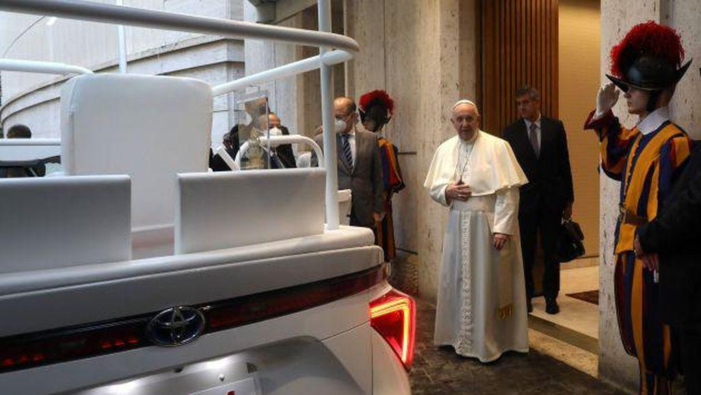 Melihat Lebih Dekat Toyota Mirai Mobil Baru Paus Fransiskus
