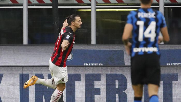 AC Milans Zlatan Ibrahimovic celebrates after scoring his sides second goal during the Serie A soccer match between Inter Milan and AC Milan at the San Siro Stadium, in Milan, Italy, Saturday, Oct. 17, 2020. (AP Photo/Antonio Calanni)
