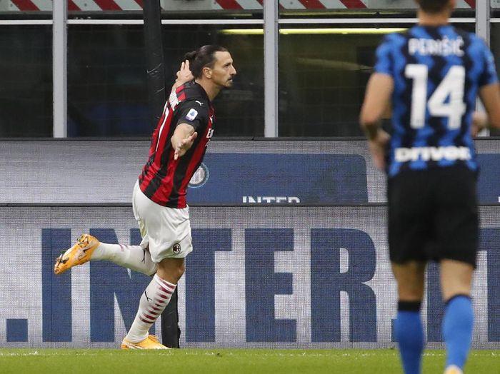 AC Milans Zlatan Ibrahimovic celebrates after scoring his sides second goal during the Serie A soccer match between Inter Milan and AC Milan at the San Siro Stadium, in Milan, Italy, Saturday, Oct. 17, 2020. (AP Photo/Antonio Calanni)