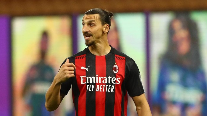 MILAN, ITALY - OCTOBER 17:  Zlatan Ibrahimovic of AC Milan gestures during the Serie A match between FC Internazionale and AC Milan at Stadio Giuseppe Meazza on October 17, 2020 in Milan, Italy.  (Photo by Marco Luzzani/Getty Images)