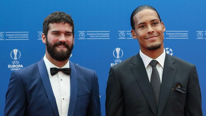 Liverpools Brazilian goalkeeper Alisson Becker (L) and Liverpools Dutch defender Virgil van Dijk pose as they arrive prior to the UEFA Champions League football group stage draw ceremony in Monaco on August 29, 2019. (Photo by Valery HACHE / AFP)