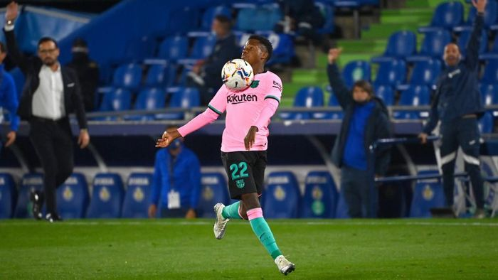 Barcelonas Spanish midfielder Ansu Fati controls the ball during the Spanish League football match between Getafe and Barcelona at the Coliseum Alfonso Perez stadium in Getafe, south of Madrid, on October 17, 2020. (Photo by GABRIEL BOUYS / AFP)