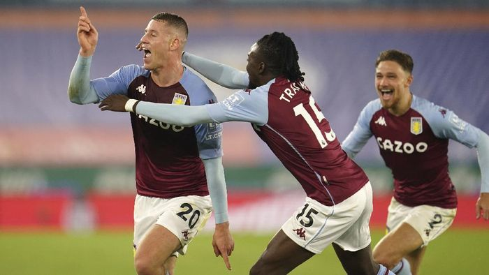 Aston Villas Ross Barkley, left, celebrates after scoring during the English Premier League soccer match between Leicester City and Aston Villa at the King Power Stadium in Leicester, England, Sunday, Oct. 18, 2020. (Jon Super, Pool via AP)