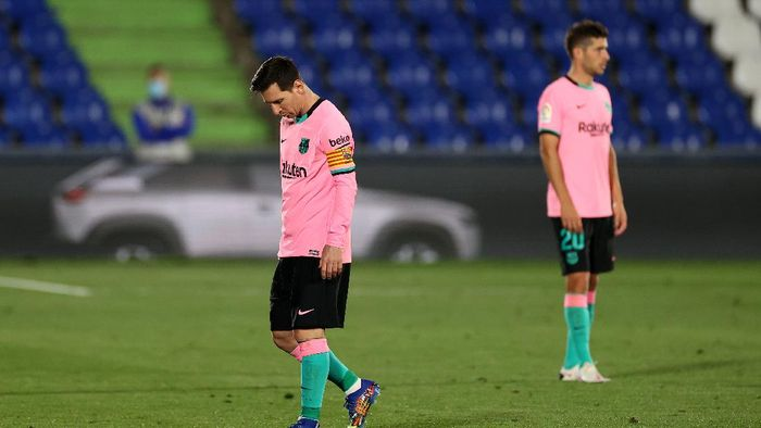 GETAFE, SPAIN - OCTOBER 17: Lionel Messi of Barcelona reacts to defeat after the La Liga Santader match between Getafe CF and FC Barcelona at Coliseum Alfonso Perez on October 17, 2020 in Getafe, Spain. (Photo by Angel Martinez/Getty Images)