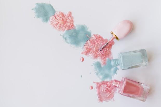 Botol kemasan cat kuku tidak bisa didaur ulang jika isi cat kuku di dalamnya tidak dibersihkan terlebih dahulu.