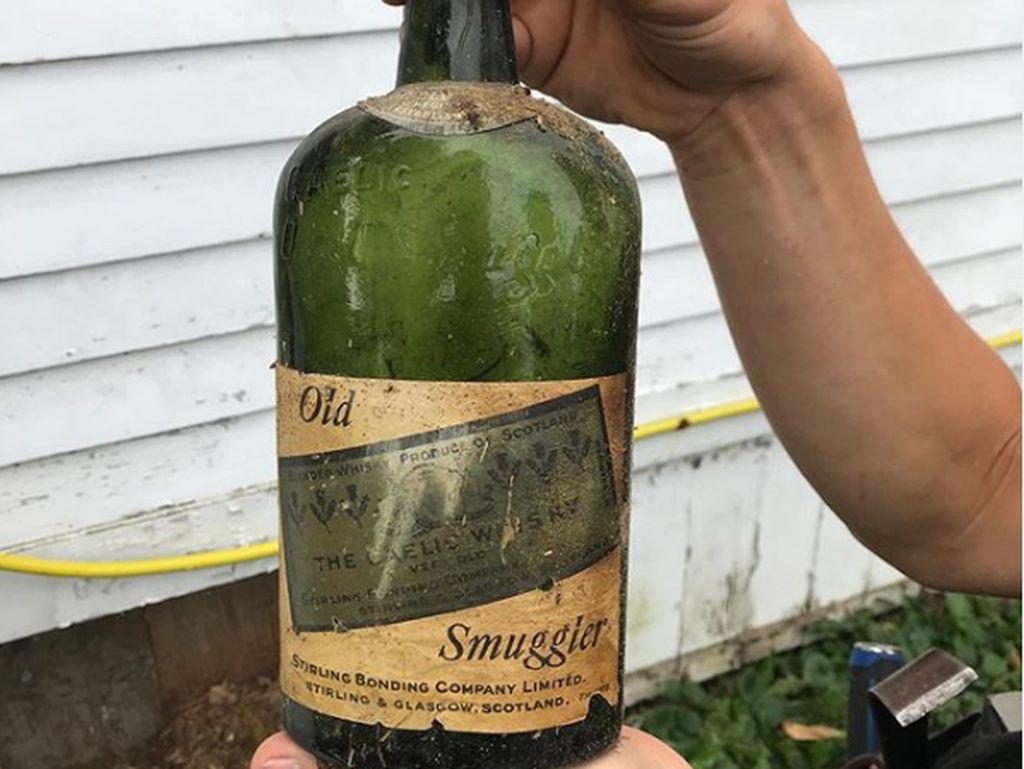 Rumah Tua yang Sembunyikan Puluhan Botol Wiski Tahun 1920