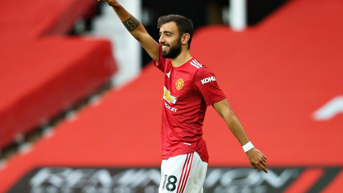 MANCHESTER, ENGLAND - OCTOBER 04: Bruno Fernandes of Manchester United celebrates after scoring his sides first goal during the Premier League match between Manchester United and Tottenham Hotspur at Old Trafford on October 04, 2020 in Manchester, England. Sporting stadiums around the UK remain under strict restrictions due to the Coronavirus Pandemic as Government social distancing laws prohibit fans inside venues resulting in games being played behind closed doors. (Photo by Alex Livesey/Getty Images)