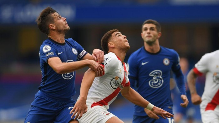 LONDON, ENGLAND - OCTOBER 17: No room for racism sleeve badges are seen on Cesar Azpilicueta of Chelsea and Che Adams of Southampton during the Premier League match between Chelsea and Southampton at Stamford Bridge on October 17, 2020 in London, England. Sporting stadiums around the UK remain under strict restrictions due to the Coronavirus Pandemic as Government social distancing laws prohibit fans inside venues resulting in games being played behind closed doors. (Photo by Mike Hewitt/Getty Images)