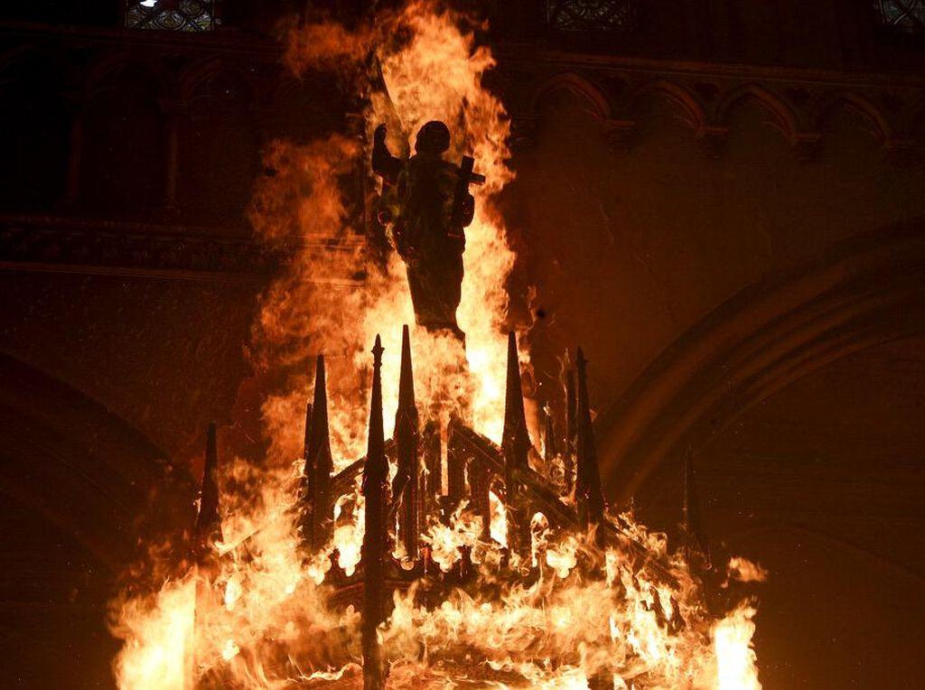 Chile Bergejolak, Dua Gereja Jadi Sasaran Pembakaran Demonstran