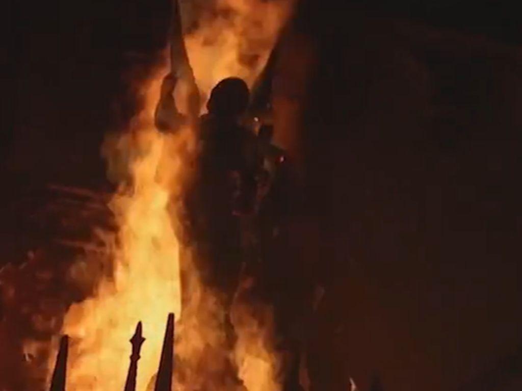 Puluhan Ribu Warga Chile Gelar Aksi Demo, 2 Gereja Dibakar