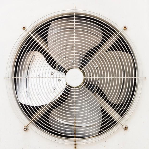 Mengurangi panas ruangan dengan exhaust fan/Freepik.com