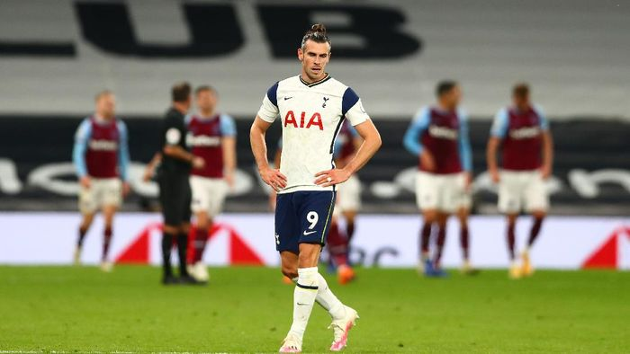LONDON, ENGLAND - OCTOBER 18: Gareth Bale of Tottenham Hotspur looks dejected after his team concede during the Premier League match between Tottenham Hotspur and West Ham United at Tottenham Hotspur Stadium on October 18, 2020 in London, England. Sporting stadiums around the UK remain under strict restrictions due to the Coronavirus Pandemic as Government social distancing laws prohibit fans inside venues resulting in games being played behind closed doors. (Photo by Clive Rose/Getty Images)