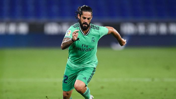 BARCELONA, SPAIN - JUNE 28: Isco of Real Madrid CF runs with the ball during the Liga match between RCD Espanyol and Real Madrid CF at RCDE Stadium on June 28, 2020 in Barcelona, Spain. (Photo by David Ramos/Getty Images)