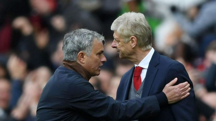 MANCHESTER, ENGLAND - APRIL 29:  Arsene Wenger, Manager of Arsenal shakes hands with Jose Mourinho, Manager of Manchester United during the Premier League match between Manchester United and Arsenal at Old Trafford on April 29, 2018 in Manchester, England.  (Photo by Shaun Botterill/Getty Images)
