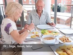 5 Momen Seru Kakek Nenek Inggris Saat Cicip Makanan Indonesia