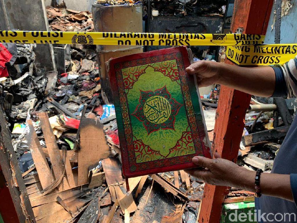 Ada Al-Quran Utuh dalam Rumah Ludes Terbakar, Warga Berdatangan Foto-foto