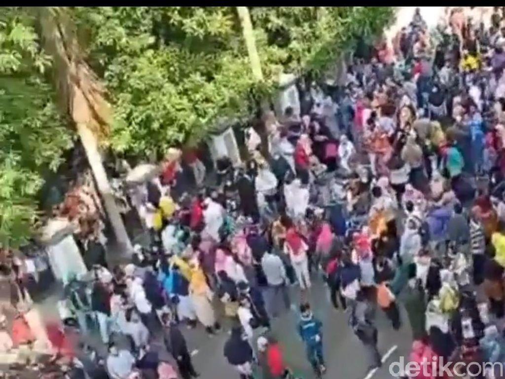Kerumunan Saat Pembagian Bantuan UMKM, Gubernur Banten Tegur Pemkot Tangerang
