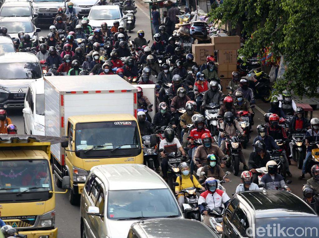 Ratusan Juta Kendaraan Ada di Indonesia, 80% Sepeda Motor